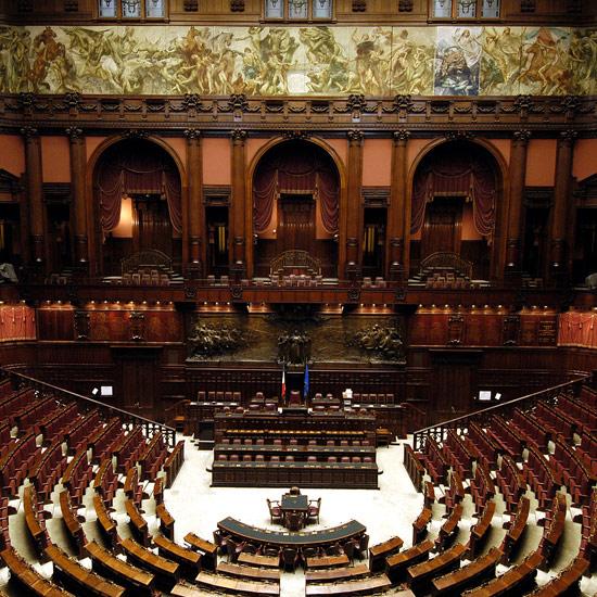 Da Fini scandalo salutare, anche in democrazia rischi di stato etico