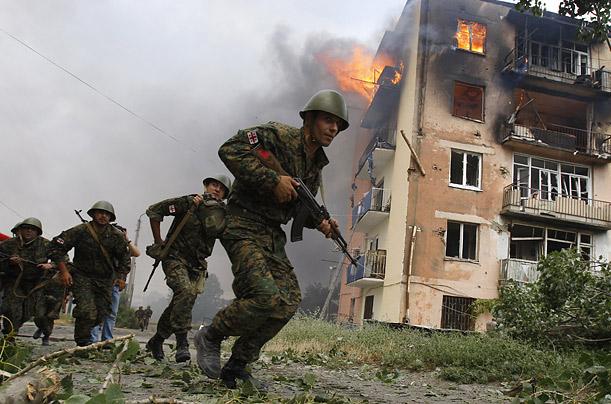 """Un anno fa, la Georgia. La guerra """"sovietica"""" di Putin, contro il vicino filo-Nato"""