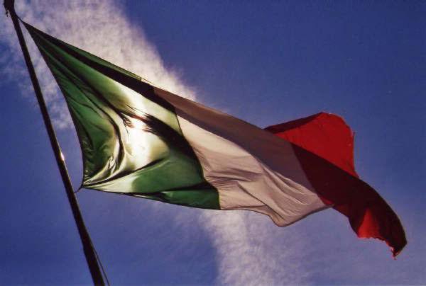 Domanda ad Alemanno: Francia a chi la ama, perché non l'Italia?