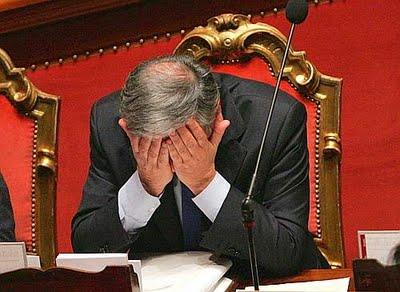 Ichino sull'articolo 18 incalza il Governo, che scappa a sinistra