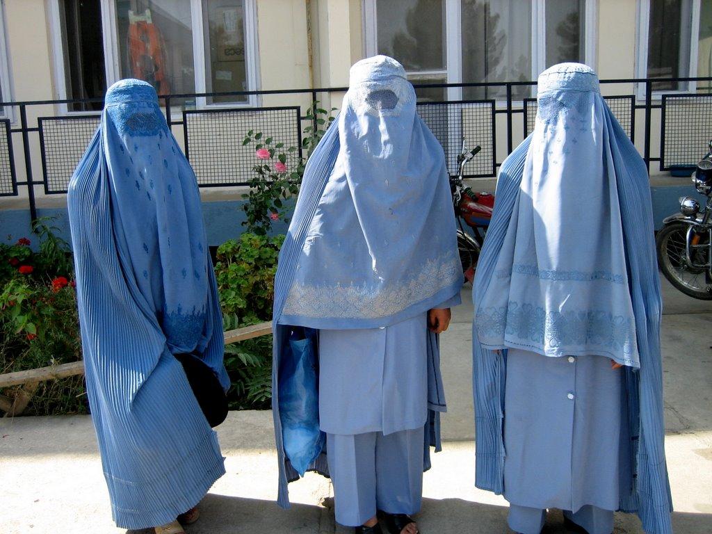 Burqa: Della Vedova, Le donne musulmane vanno liberate dal burqa, non punite per il burqa