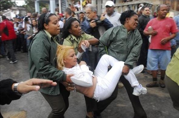 Cuba: Guillermo Fariñas in ospedale, le Damas de Blanco manifestano