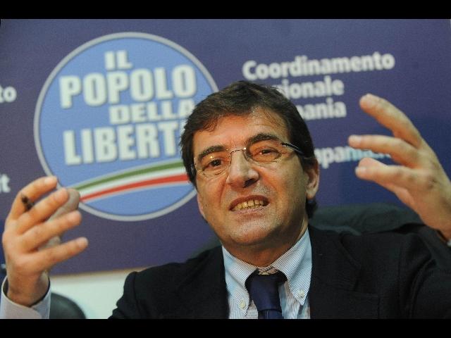 Cosentino si è dimesso a metà e il PdL sembra un partito della (fine) Prima Repubblica