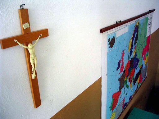 Il crocifisso a scuola è obbligatorio, anzi no. Cronaca di un'udienza molto particolare