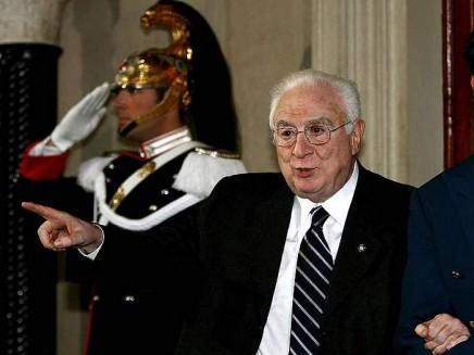 Addio a Cossiga, il Presidente che ha cambiato il ruolo del Quirinale