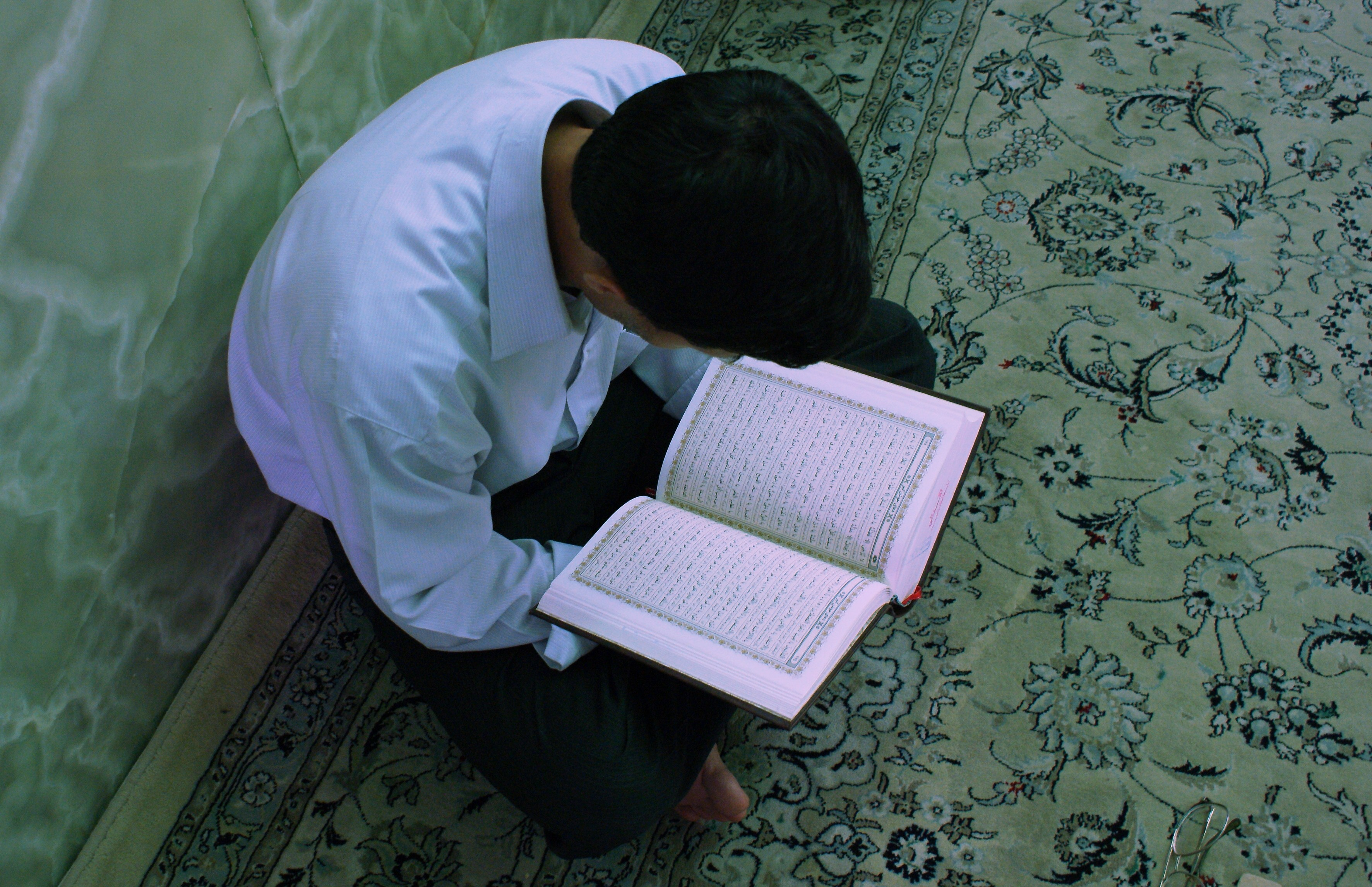 C'è chi lo brucia, c'è chi lo fuma: gli esibizionisti anti-Corano