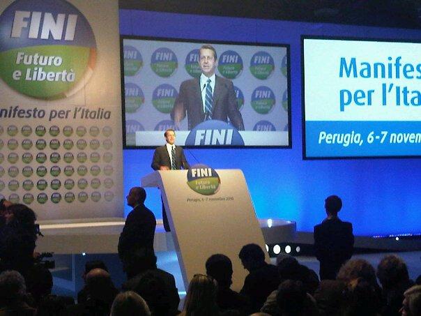 'Il PdL è una stella morta, noi per il futuro dell'Italia' - VIDEO