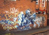 """Lo sporco sui muri, il disordine in testa. I graffiti e la """"teoria delle finestre rotte"""""""
