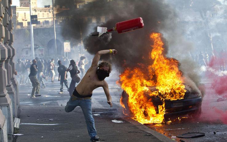 Gli indignados e la violenza, quando i mezzi prefigurano i fini